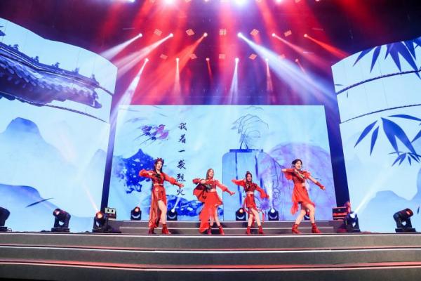 中国演出行业协会权威认证 酷狗主播红格格、陌小汐荣获年度阳光主播