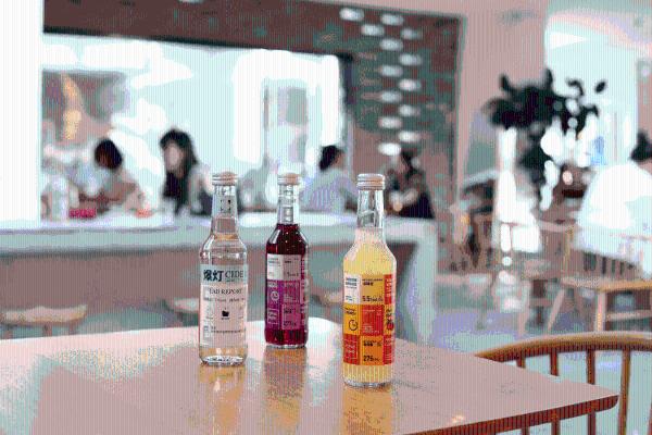 """来北京老胡同串门""""斜杠青年""""酒分之一"""