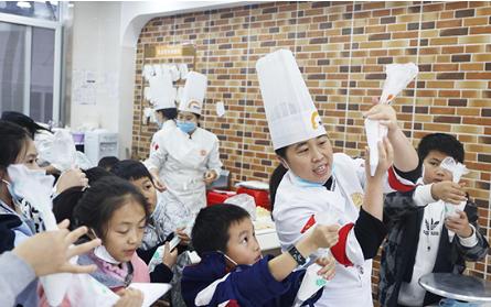 新东方烹饪联合央视频推出小小厨神训练班
