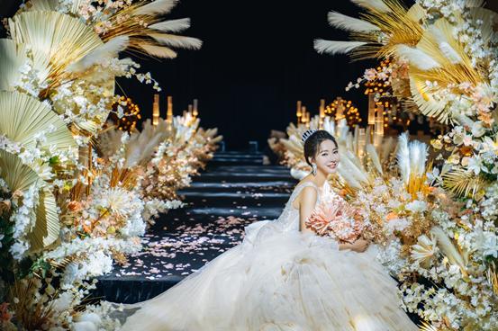 超强视觉盛宴丨圣拉维的这场婚礼秀吸引了千名准新人参加