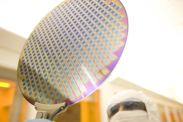 默克推出用于芯片制造的新一代环保光刻胶去除剂