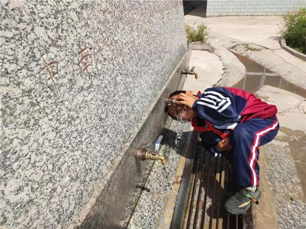 京东超市携手儿慈会关注农村儿童饮水安全 首批净水设备将惠及云南等地乡村小学