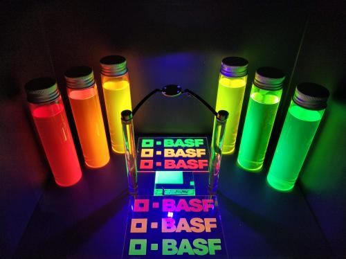 巴斯夫最新推出QDYES™ 有机色转膜创新材料,助力提供广色域显示屏的可持续解决方案