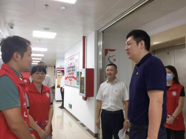 深圳市水贝银座大厦联合党支部捐赠防疫物资 助力社区抗疫