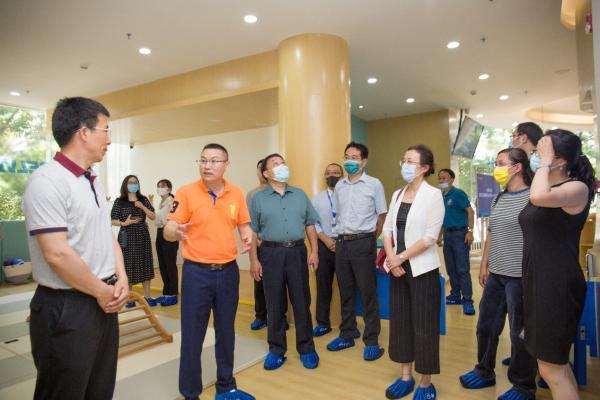 国家卫健委杨文庄司长心系托育行业发展,莅临卡思佳托育集团座谈