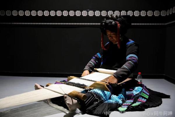 时尚再生,国家级非遗彝族服饰文化传承成果展在中国西部高级定制中心举行