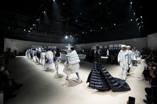 波司登引领羽绒服品类发展,全球领先