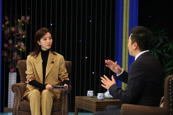周文强做客《逐梦年代》与主持人李思思讲述创业背后的秘密