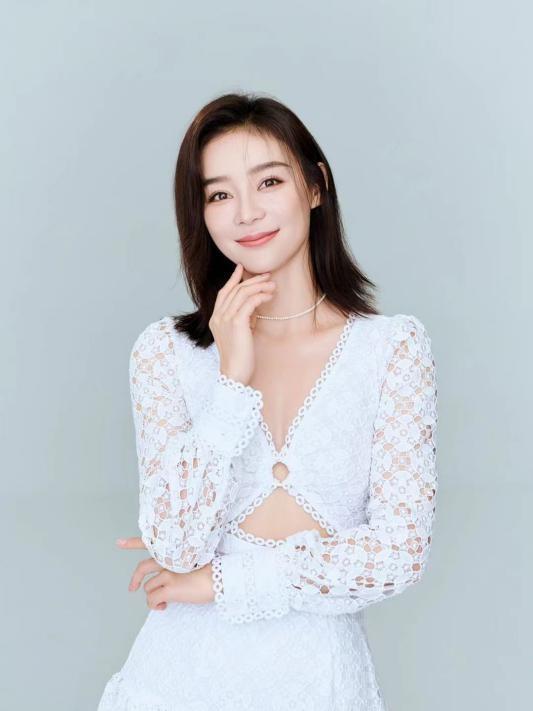 """袁姗姗为受灾女同胞送上""""实用的物资"""""""