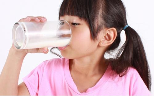 益婴美首开儿童奶粉分阶营养补给先河 领跑科学育儿新赛道
