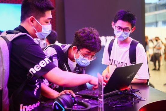 2021CJ展会燃爆暑期 华硕天选姬携众游戏本玩转全会场
