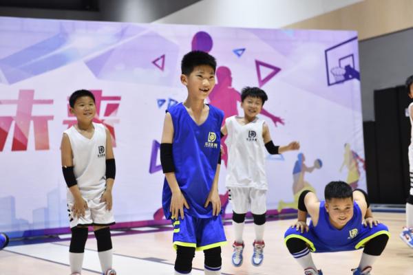 乐动体育开展内部赛,防守教学让体系初现