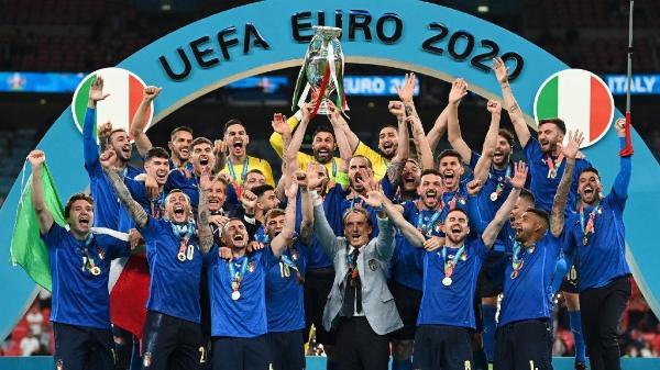 赞助商鼎力支持,欧洲杯新科冠军意大利如愿捧杯