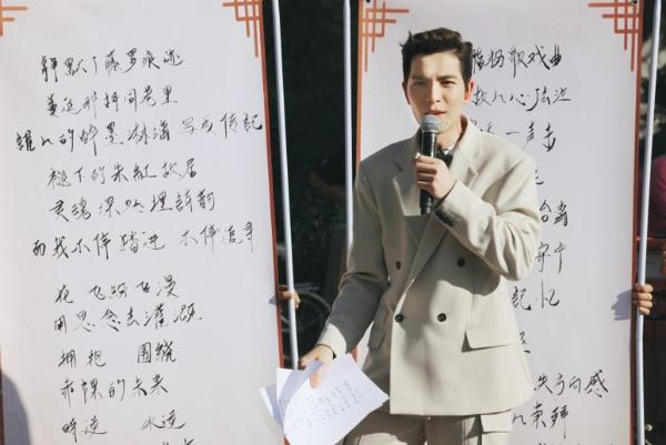 萧敬腾街边路演展现完美高音,新歌为万宁桥而作探索中国历史文化