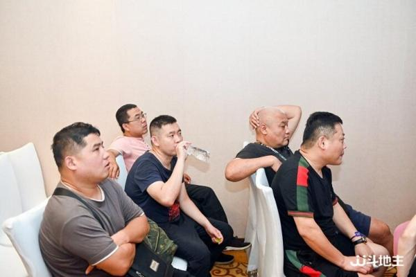 JJ斗地主嘉年华·青岛站启动,黄海之滨的棋牌竞技盛会