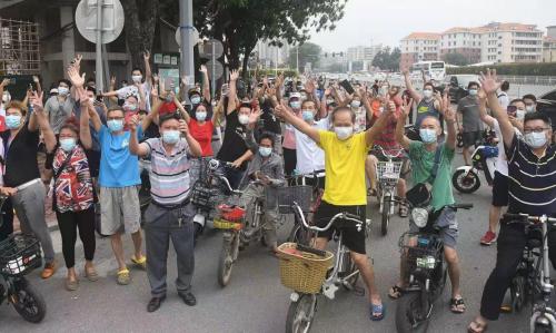 """团油:广州疫情中""""逆行""""的货车司机,公益精神和他们的期盼"""