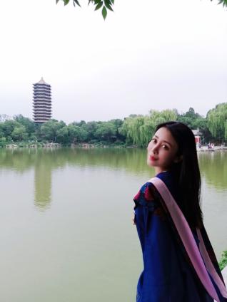 贾媛媛北京大学硕士研究生毕业 网友:励志女神