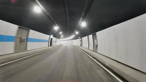 重庆曾家岩大桥隧道安全畅通,大大缓解重庆中心去往江北、南岸的拥堵问题