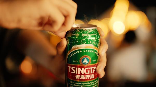再破圈!青岛啤酒用10000个啤酒罐制作礼花为中国队助威