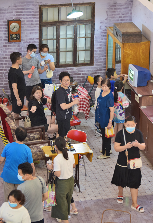 青春时代记忆展全国首站落户于北京悦荟广场