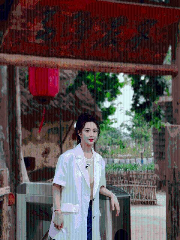 向富农兴农前线的奋斗者致敬!薇娅探访安徽凤阳小岗村感受新农村的新生活