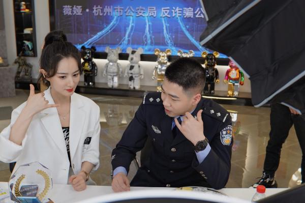 亮相2021中国网络诚信大会,薇娅再获国家级殊荣,释放了什么信号?