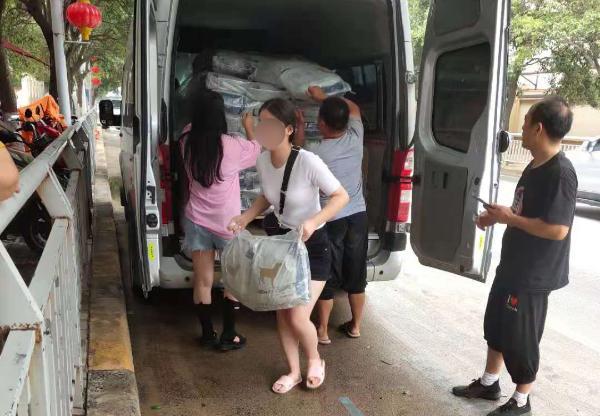 原本宠物向救助基地捐助2000斤狗粮,医疗辅助救援通道已全面打开