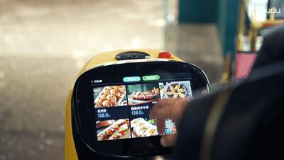 """引流利器!普渡机器人""""葫芦""""上岗南里奥巴西烤肉店"""