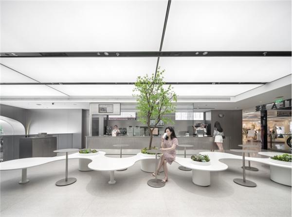 """喜茶上海淮海路巴黎春天店开业:这里的吧台都""""悬浮""""在空中"""
