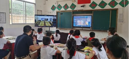 """希沃录播助力教师开启""""专递课堂"""",学生从不敢举手到大胆分享创意"""