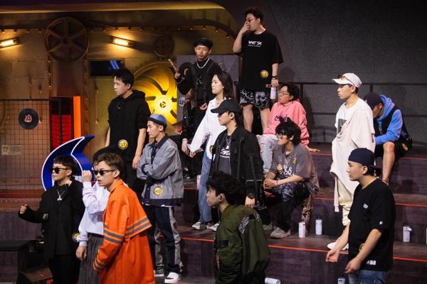 《说唱听我的2》龚琳娜尤长靖显说话艺术 朱婧汐备受选手欢迎