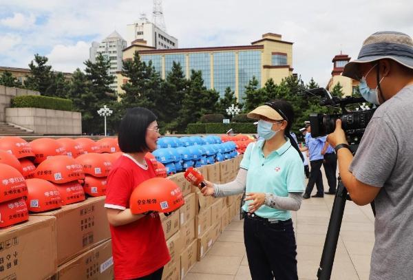 江西头部餐饮企业扛起社会责任,与交管部门齐呼吁出行戴好安全头盔