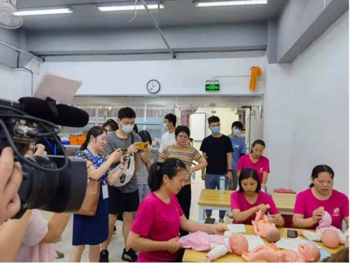 """深圳:以""""标准化建设""""为突破口,为传统家政插上高科技的翅膀"""