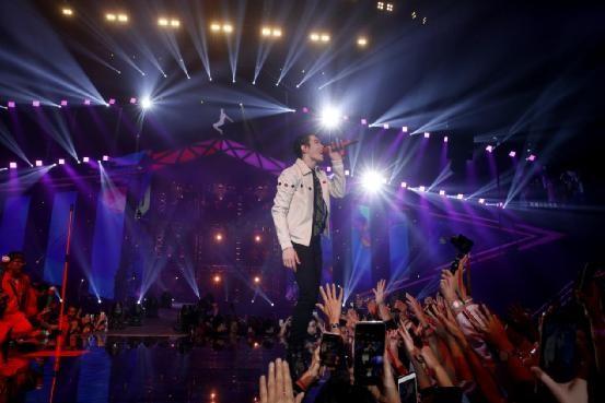 「金曲歌王」萧敬腾2022年全新企划《萧敬腾17Neon9世界巡回演唱会》首场上海于明年三月登场