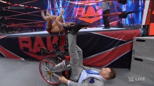 虎牙特辑—WWE小剧场 连载一WWE夏日狂潮,虎牙直播拭目以待,狂热你的夏天