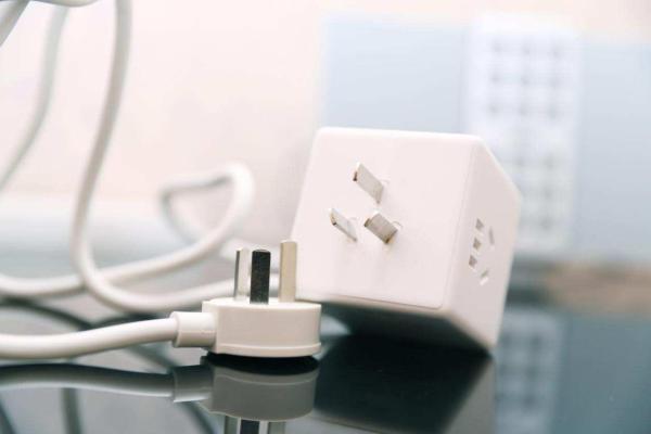 拯救杂乱不堪的电源线!aigo魔方转换器才是未来插座的样子