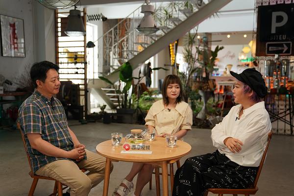 西瓜视频独家访谈节目《人生半场》开播:学者刘擎、脱口秀演员思文谈买房、中年焦虑