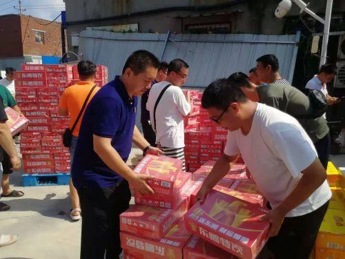 暴雨过后仍需注意疾病防范,东鹏饮料向卫辉捐赠百万医药物资