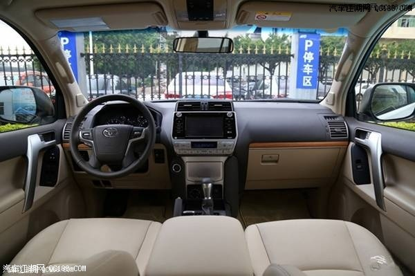 内饰方面:2018款丰田霸道2700中东版在外观上拥有绝对霸气的格调
