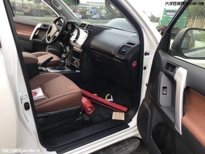 丰田霸道2700内饰布局中的改进同样较为细微,很是舒适贴心,主要是