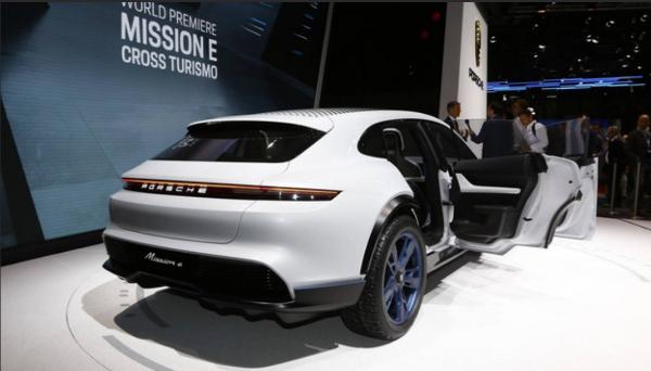 保时捷的纯电旅行车 Taycan 将于2020年亮相!