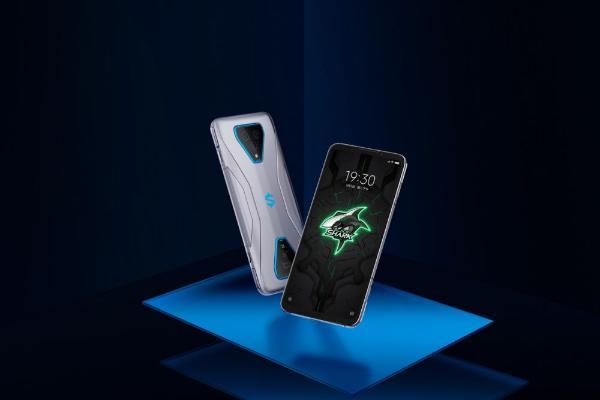 """实至名归!腾讯黑鲨游戏手机3 PRO获驱动中国""""年度最佳游戏手机""""大奖"""