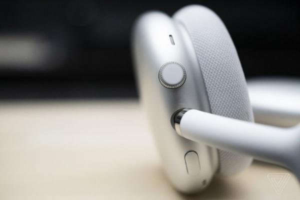 苹果AirPods Max问题不断:长时间佩戴后生水,只有一边主动降噪