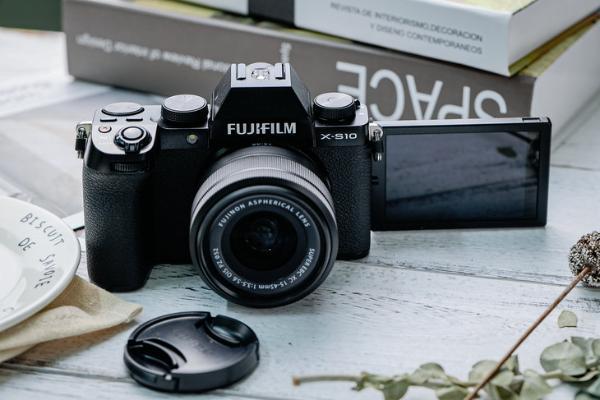支持240p升格拍摄 富士X-S10微单相机价格很不错