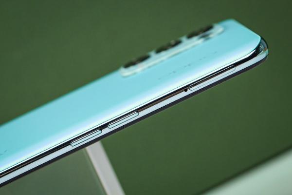 时尚轻薄机身与高性能兼具 OPPO Reno5 K评测
