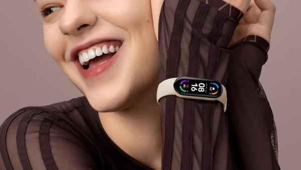 1.56英寸视网膜级跑道屏,小米手环6发布229元起