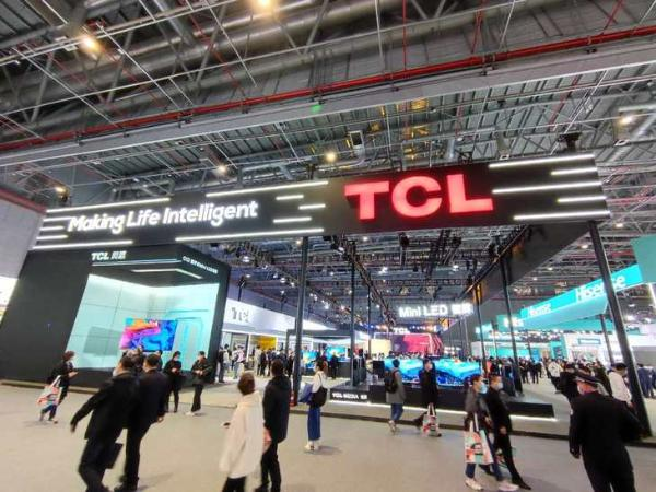 TCL正式宣布成为EDG合作伙伴 并推出游戏智能屏幕C9