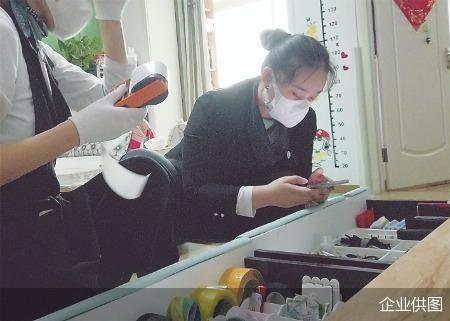 """00后淘宝整理师一年叠30万件衣服 """"整理的不仅是物品还有心情"""""""