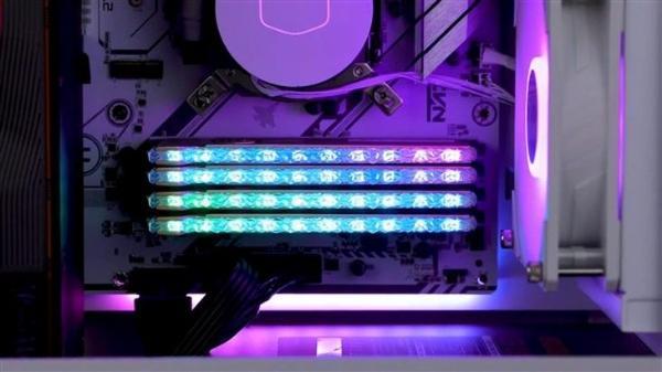 对标芝奇皇家戟?紫光国芯新款RGB内存预告