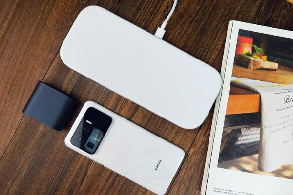 充电方便,让桌面更简洁 小米多线圈无限快充板体验